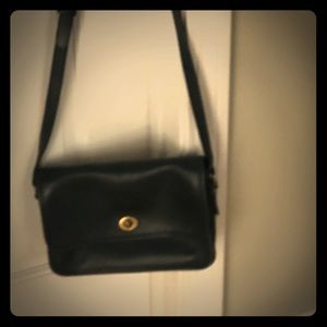 Vintage navy Coach bag in very good condition.